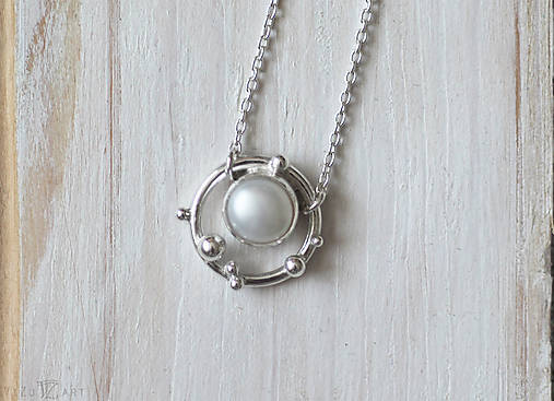 Strieborný náhrdelník s bielou perlou - Bokeh Pearl
