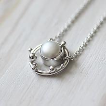 Náhrdelníky - Strieborný náhrdelník s bielou perlou - Bokeh Pearl (Čierna) - 10620755_