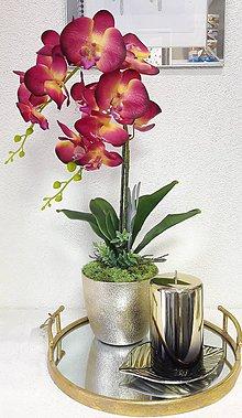 Dekorácie - Bordovo žltá orchidea v zlatom črepníku - 10622203_