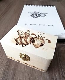 Krabičky - Box z prírodného dreva - Včelia kráľovná - 10620873_