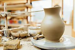 Nádoby - Farebný džbán na víno s hroznom - 10623047_