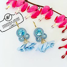 Náušnice - Ručne šité šujtášové náušnice / Soutache earrings with flower tassels & Swarovski®️crystals (Bori - baby modrá) - 10623479_