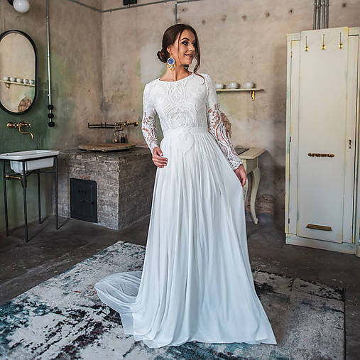 a44a25371b62 Svadobné šaty z hrubej krajky v boho štýle s dlhým rukávom a holým chrbátom