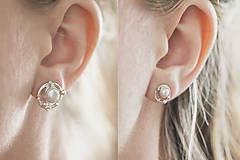 Náušnice - Strieborné napichovacie náušnice s malými perlami - Bokeh Pearl Mini - 10627020_