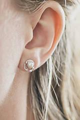 Náušnice - Strieborné napichovacie náušnice s malými perlami - Bokeh Pearl Mini - 10627022_