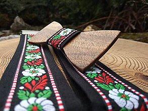 Doplnky - Pánsky folklórny set - drevený motýlik a traky - 10627629_