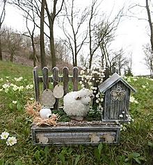 Dekorácie - Jarná dekorácia s ovečkou - 10631986_