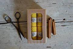 - darčekové balenie malých sviečok z včelieho vosku- ŠKORICA - 10629816_