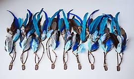 Ozdoby do vlasov - Modrý bohémsky hair clip z peria - 10631980_