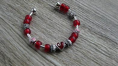 Náramky - Náramok cuff (so srdiečkom červený, č. 2609) - 10630244_