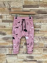 Detské oblečenie - Ružové tepláčiky s líškami a medveďmi - 10632155_