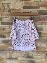 Detské oblečenie - Kvietkované tričko s predĺženým zadným dielom - 10632170_