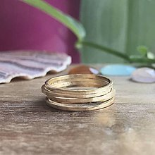 Prstene - Tenké tepané prstýnky z 9 karátového zlata - 10630938_
