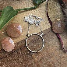Náhrdelníky - Minimalistický náhrdelník se zlatým detailem - 10631183_