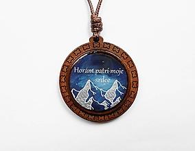 Náhrdelníky - Drevený živicový náhrdelník - Hory - 10632935_