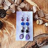 Pestré náušnice, modré ruže, minerál, fialové lístky, striebro