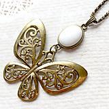 Náhrdelníky - Bronze Butterfly White Jade Necklace / Náhrdelník s motýľom a mramorom /2084 - 10636556_