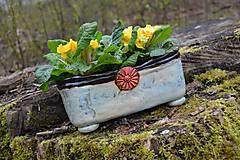 Nádoby - kvetináč s červeným kvetom - 10637582_