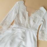 Šaty - Svadobné šaty z francúszkej krajky lemované portou v ľudovom štýle - 10636089_