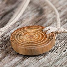 Náhrdelníky - Prívesok z dreva prírodný - 10637260_