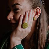 Prstene - BUTTON {L} výrazný zelený prsteň - 10636118_