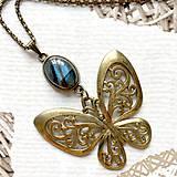Náhrdelníky - Bronze Butterfly Labradorite Necklace / Náhrdelník s motýľom a labradoritom /2084 - 10638743_
