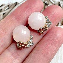 Náušnice - Golden Butterfly Rose Quartz Stud Earrings / Napichovacie náušnice s ruženínom a motýľmi /2085 - 10639636_
