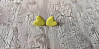 Náušnice - maľované bodkované srdiečka (limentkovo zelená) - 10641129_