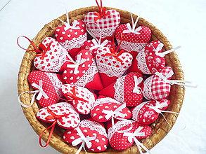 Darčeky pre svadobčanov - Svadobné srdiečka červené - 10642363_
