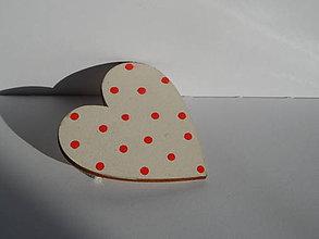 Odznaky/Brošne - krémová brošňa s červenými bodkami - 10643667_