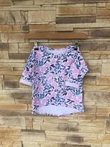 Detské oblečenie - Kvietkované tričko s predĺženým zadným dielom - 10642260_
