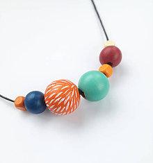 Náhrdelníky - Drevený oranžový náhrdelník - 10645240_
