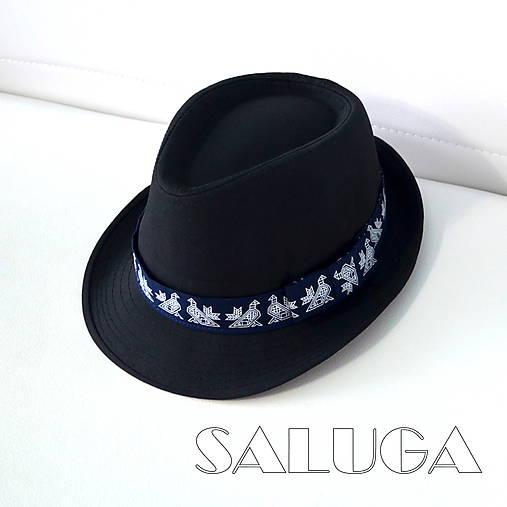 Čierny klobúk - ČIČMANY - folklórny klobúk - modrá stuha (60)