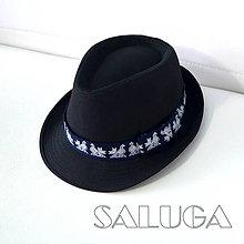 Čiapky - Čierny klobúk - ČIČMANY - folklórny klobúk - modrá stuha (60) - 10646783_