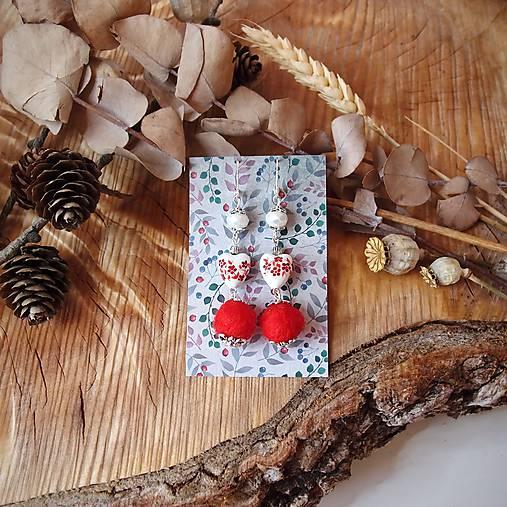 Chutné chlpaté balbuľky - náušnice, keramické srdcia, červená, biela, perleť, striebro