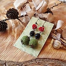 Náušnice - Chutné chlpaté balbuľky - náušnice, onyx kamienok, ruže, zelená, červená, bronz - 10645623_