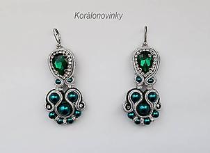 Náušnice - Luxusné smaragdovo-strieborné soutache náušnice - ručné šitie. - 10644764_