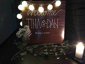 Tabuľky - Svadobná drevená tabuľa s menami na želanie - 10647600_