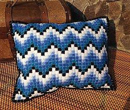Úžitkový textil - Vyšívaný vankúš Vlnky - 10648127_