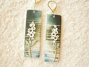 Náušnice - Náušnice z polyméru, biely kvet - 10648460_