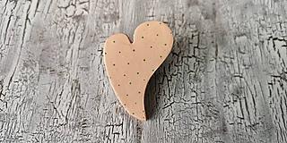 Odznaky/Brošne - bodkované šikmé srdce - 10647711_