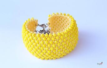 Náramky - náramok capricho z brúsených korálikov (náramok capricho žltý) - 10650428_