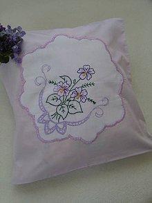 Úžitkový textil - Fialková neha (ručne vyšívaná obliečka na vankúš) - 10651067_