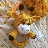 Hračky - Háčkovaná hrkálka žirafka/žirafa - 10650472_