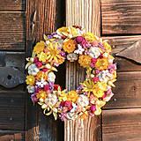 Dekorácie - Sušený venček na dvere - 10650978_