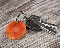 Kľúčenky - Drevená kľúčenka morená - 10650737_