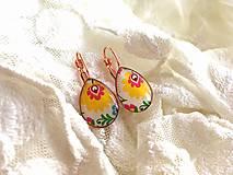 Náušnice - Slzičkové náušničky s motívom folk žltého kvietku - 10651879_