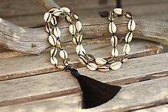 Mušľový náhrdelník so strapcom