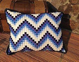 Úžitkový textil - Vyšívaný vankúš Vlny - 10653307_