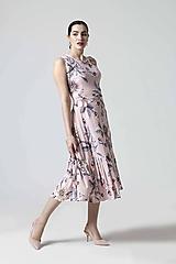 Šaty - Šaty ružové so vzorom a volánom - 10654403_